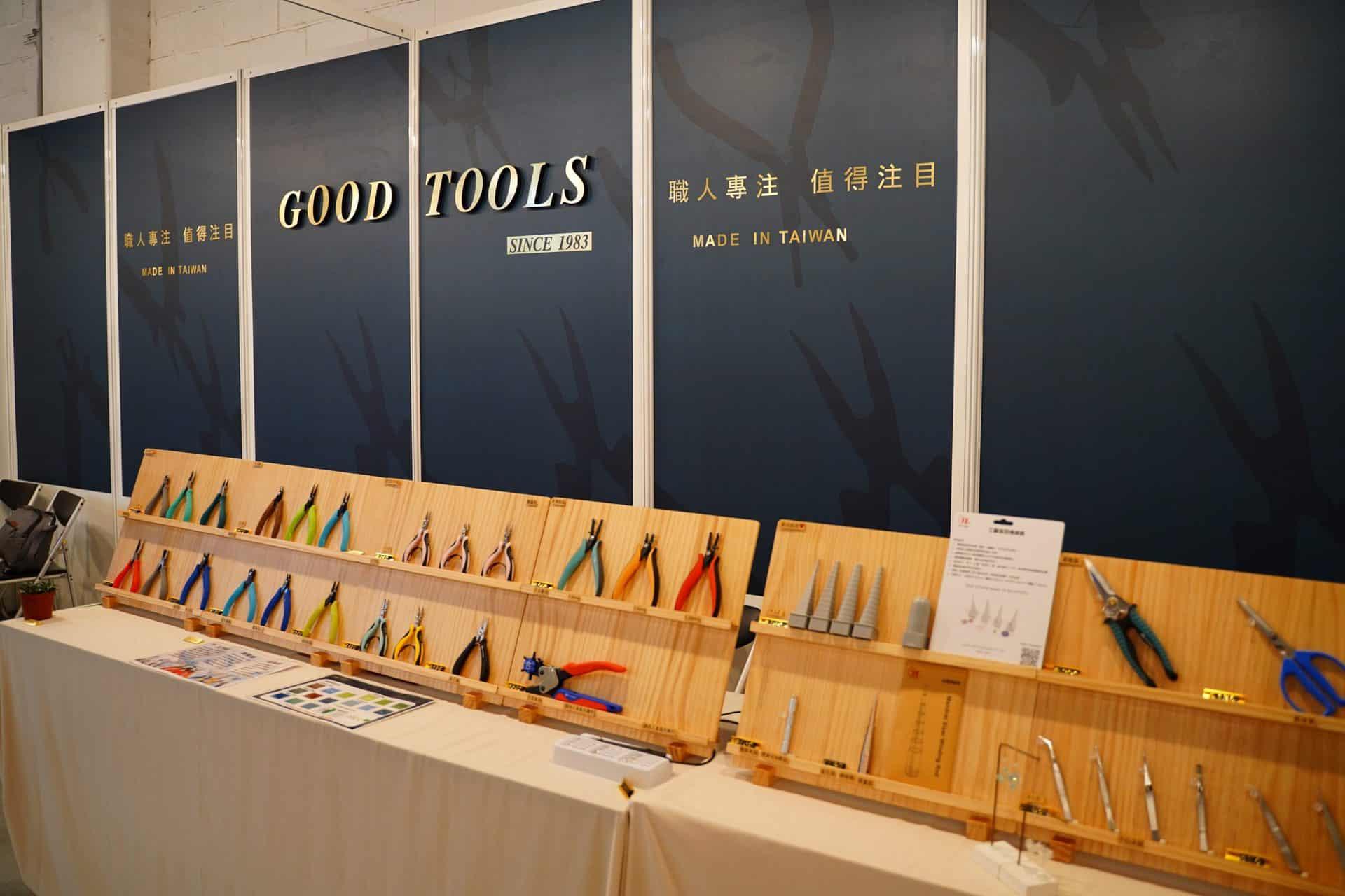 亞洲手創展全名為「亞洲手作創意創業商業展覽會」,實際上「handmade」一詞對於Pop Up Asia來說,並非只侷限於傳統的手工製造,如縫紉、編織或木工之類而已,而是包括當代的設計商品,甚至將範圍擴大到以手工開始設計製作的商品,例如以手工繪製或設計,再送到工廠製造的商品,也視同為當代的手創產品。