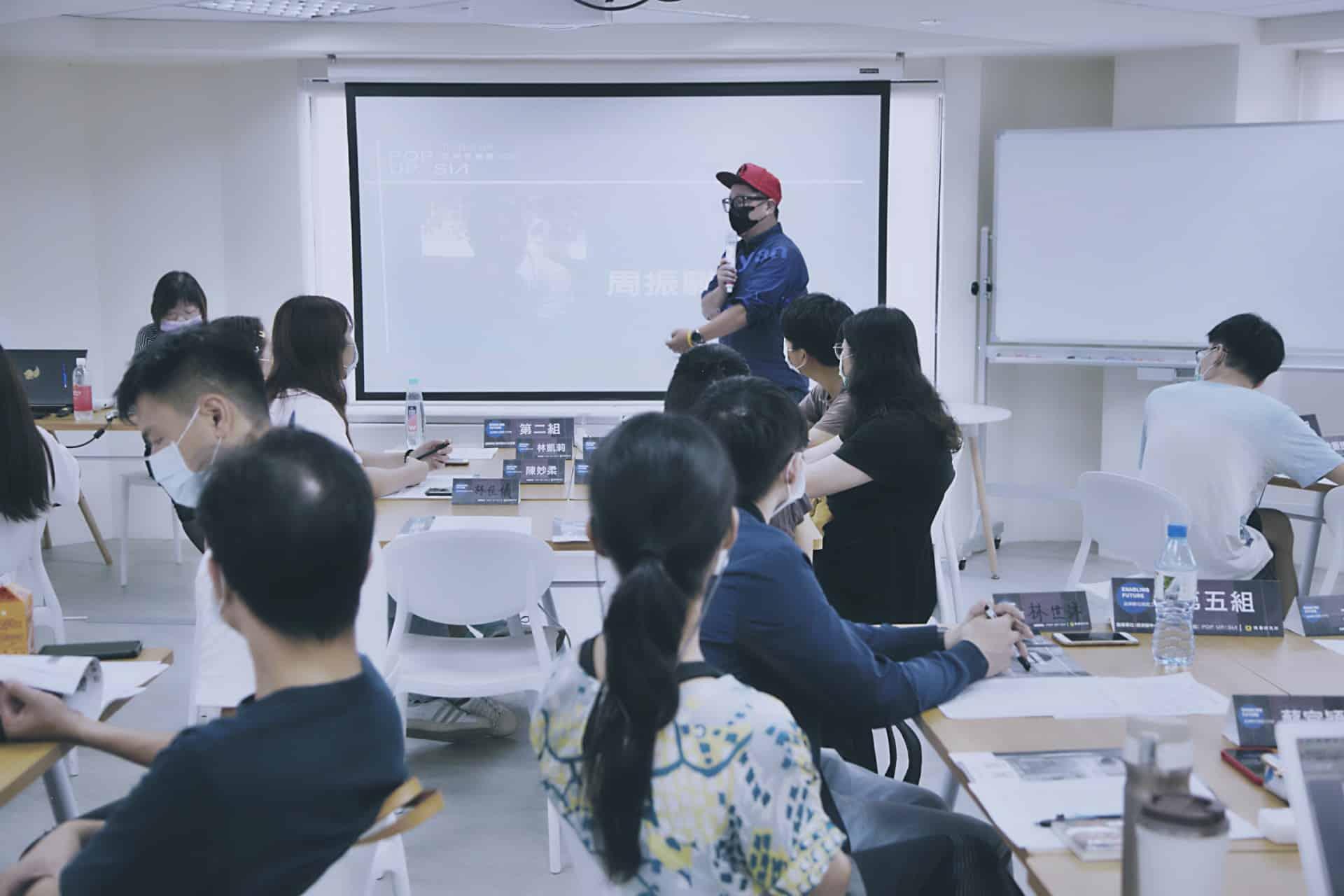 燒賣研究所的起心動念,是培育更多能做出組織新營收的數位專業人才。圖為校長Ryan